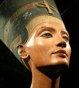 "Nefertiti"", 3.500 años de antigüedad"". Neues Museum, Berlín"